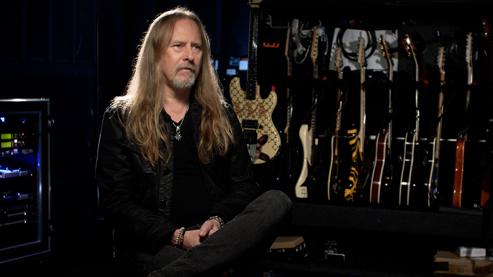 See Alice in Chains' Jerry Cantrell Play Classic Riffs, Talk 90s Grunge, More