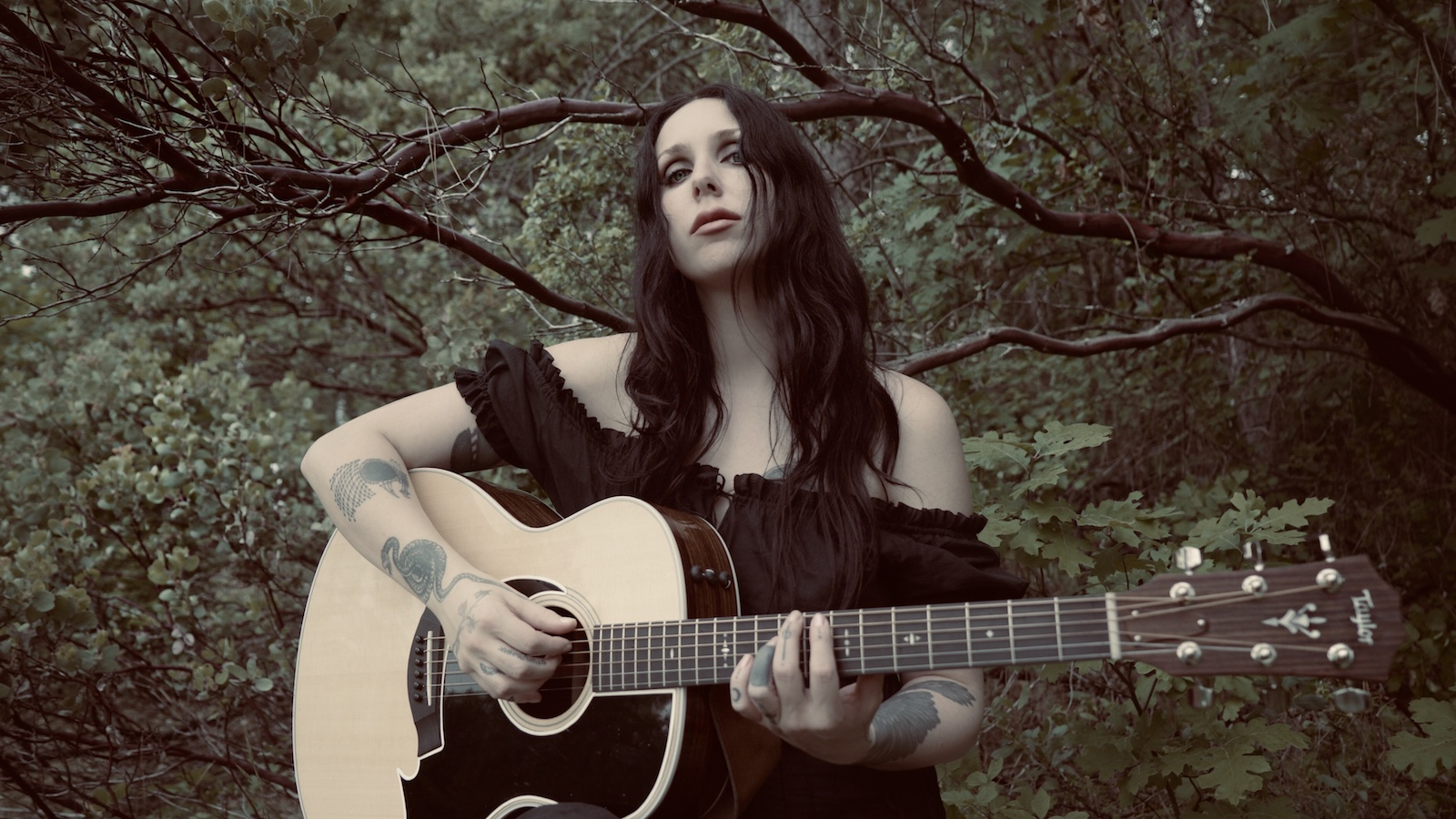 """Hear Chelsea Wolfe Explore the Shadows on Alluring New Folk Song """"American Darkness"""""""