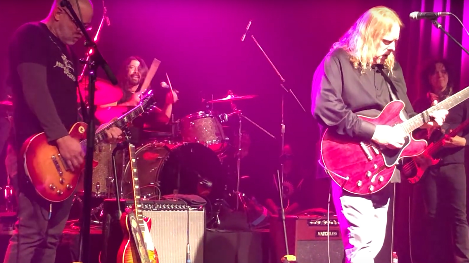 """See Dave Grohl Cover Nirvana's """"All Apologies"""" With Gov't Mule's Warren Haynes"""
