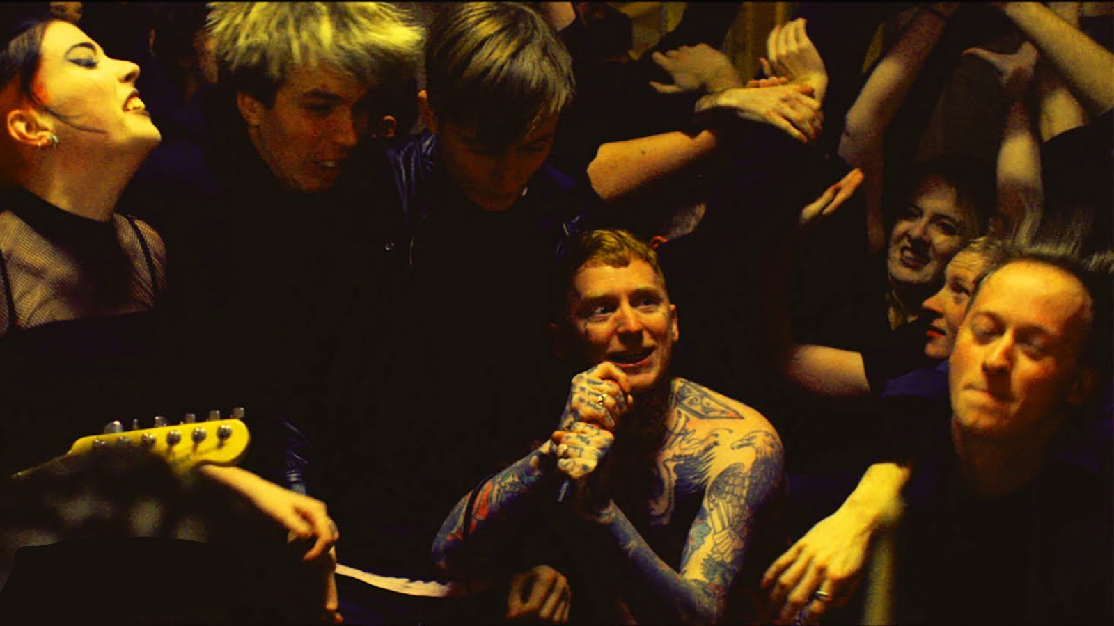 """See Frank Carter & the Rattlesnakes Incite Revolution in New """"Crowbar"""" Video"""