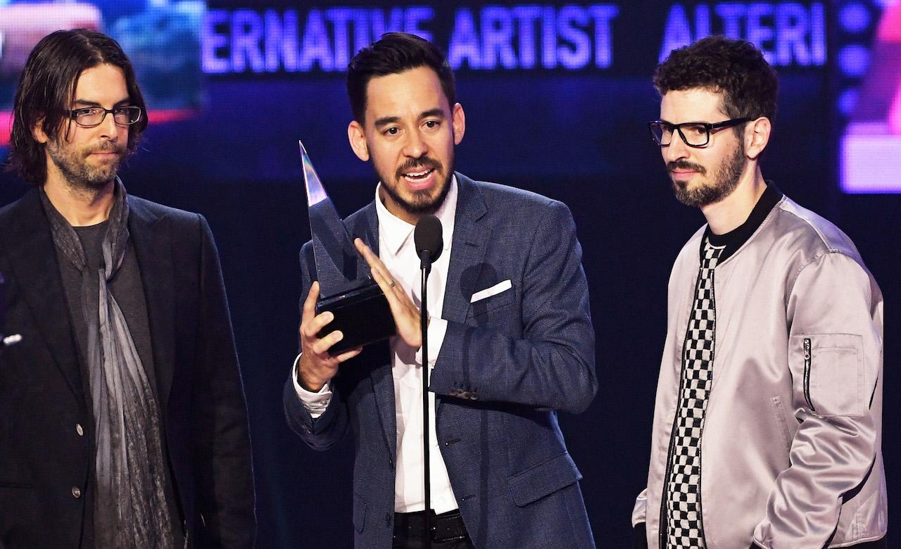 See Linkin Park Dedicate Ama To Chester Bennington Get