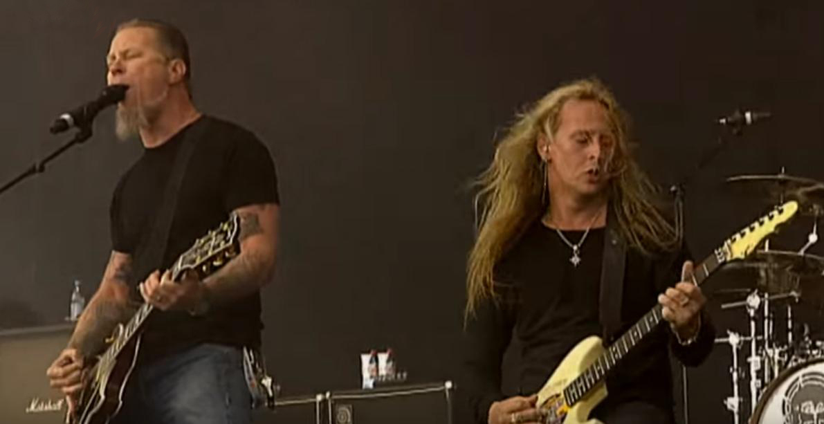 """See Metallica's James Hetfield Sing """"Would?"""" With Alice in Chains in 2006"""