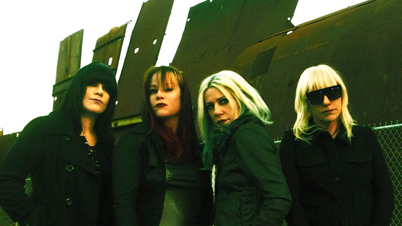 L7 on Broken Arms, Lesbian Fans, Twerking, Biting New Album 'Scatter the Rats'