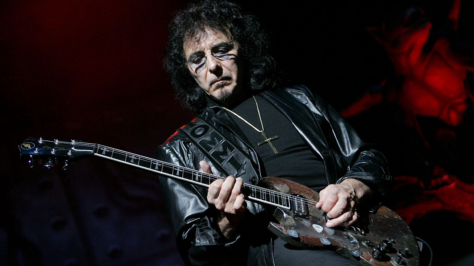"""Black Sabbath's Tony Iommi on """"Miami Monks,"""" Missing Drummers, Dio's Trial by Fire"""