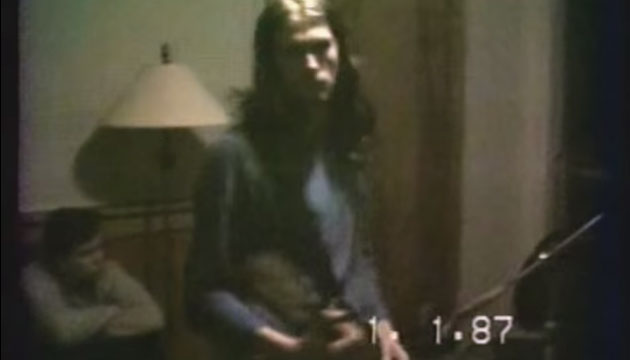 See nirvana rehearse in bedroom at krist novoselic 39 s mom 39 s for Classic house music 1988