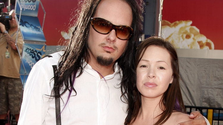 Korn Vocalist Jonathan Davis' Wife Deven Davis Dead at 39