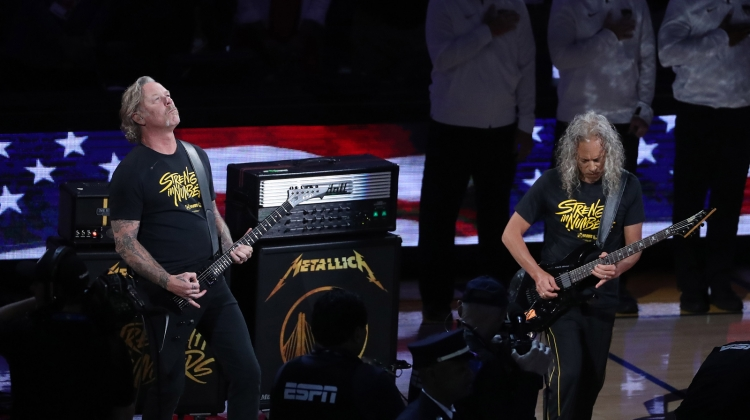 metallica-nba-steve-russell-getty.jpg, Steve Russell / Getty Images