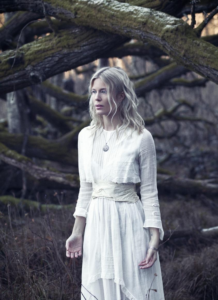 myrkur_2018_1_credit_dariaendresen.jpg, Daria Endresen with hair and makeup by Mia Pelch