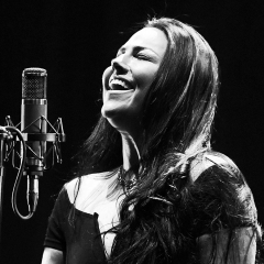 amy lee evanescence 2019 black and white